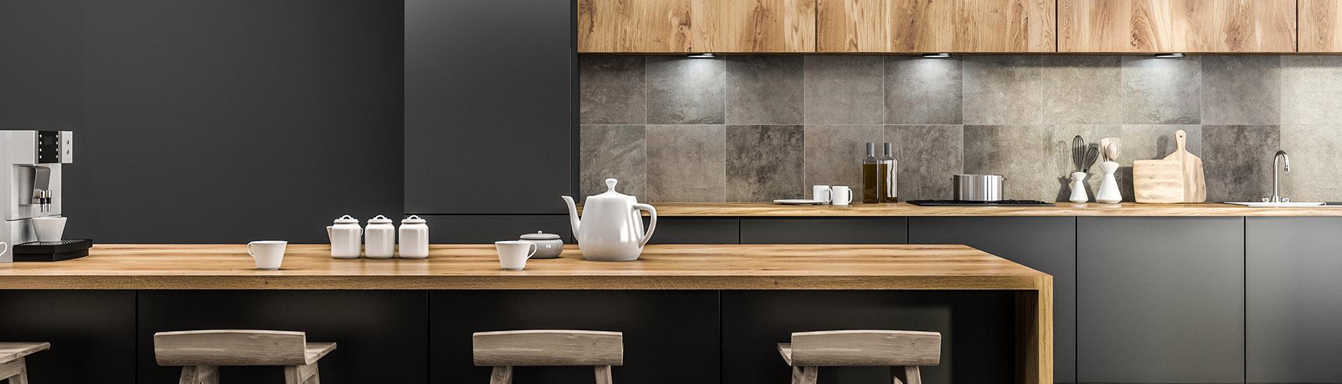 Moderne offene helle Küche